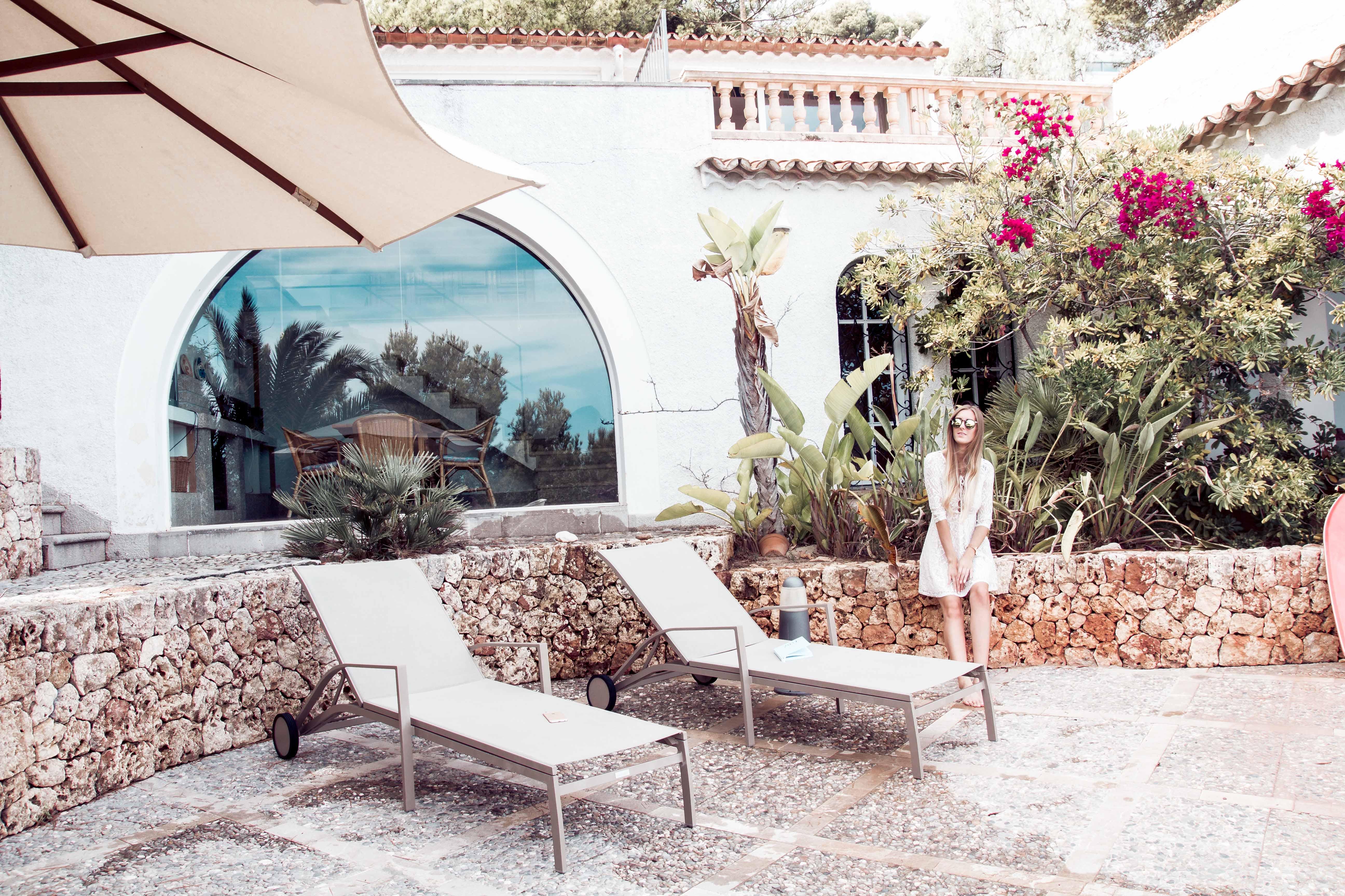 Holidu Finca mit Travelblogger & Fashionblogger Leslie Huhn
